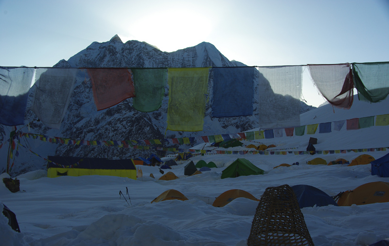 Lever de soleil sur le camp de base du Manaslu