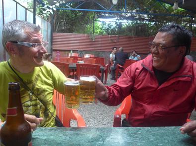 Retour à Kathmandu après le sommet du Manaslu, bière