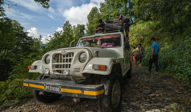 Jeep réservée pour emmener toute l'équipe à Ghalegaon